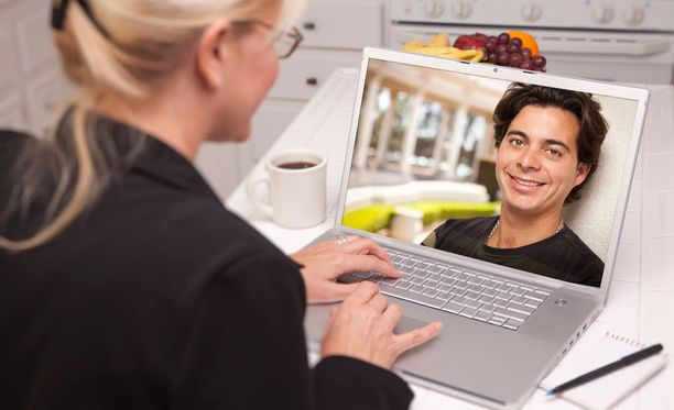 Teknologia helpottaa yhteydenpitoa kaukana olevan rakkaan kanssa.