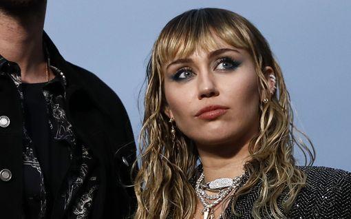 Miley Cyrus avautuu elämäntapamuutoksestaan – pysynyt raittiina jo puolen vuoden ajan