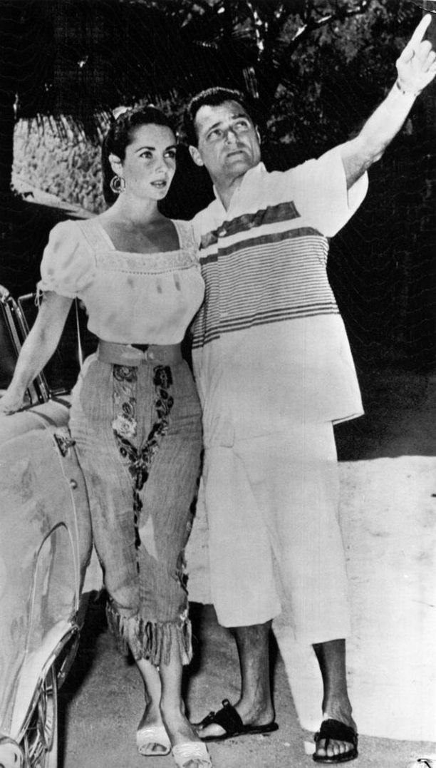 Elizabeth Taylor lomalla Acapulcossa Mike Toddin kanssa vuonna 1957.