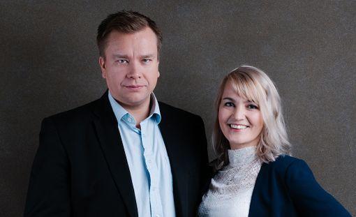 Antti Kaikkonen ja Satu Taiveaho ovat kahden sijaislapsen vanhempia.