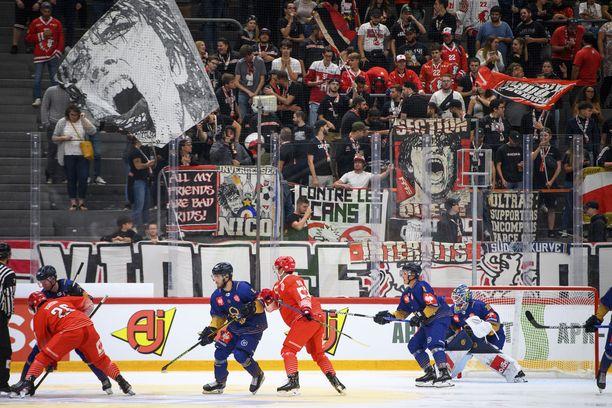 Katsomonäkymää Lukon ja Lausannen torstaina pelatusta CHL-ottelusta.