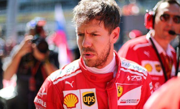 Sebastian Vettelin ensi kauden tallipaikka on vielä auki.