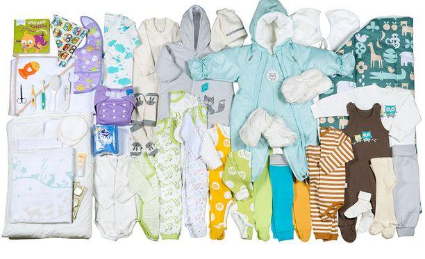 Meksikon pääkaupungissa äitiyspakkauksia jaetaan vähävaraisille. Kuvassa suomalaisen äitiyspakkauksen sisältöä.
