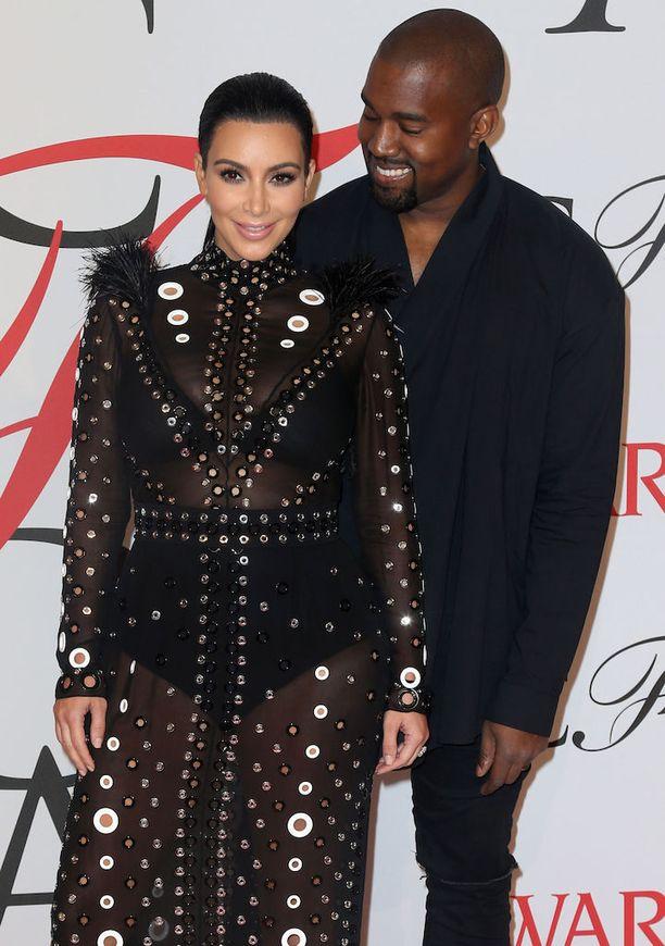 Kim Kardashianilla ja Kanye Westillä on kaksi lasta, North ja Saint.