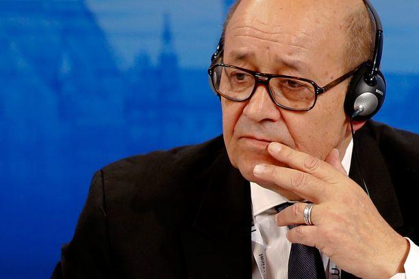 Ranskan puolustusministeri Jean-Yves Le Drian uskoo, että Libyan kautta Eurooppaan pyrkii satojatuhansia ihmisiä.