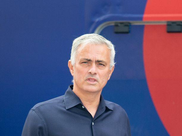 José Mourinho näytti itsestään puolen, jota harvoin nähdään mediassa.