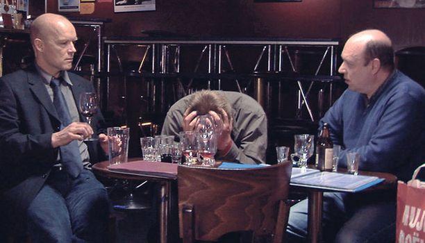 Kaurismäen elokuvassa kolme vanhaa ystävää tapaa yllättäen jouluaattona.