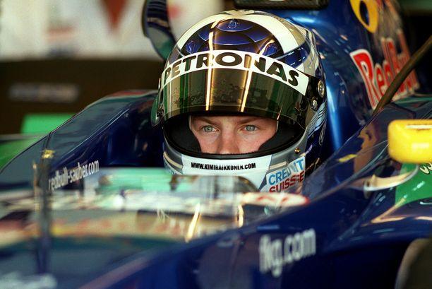 Nuori Kimi Räikkönen Sauberin ratissa vuonna 2001.
