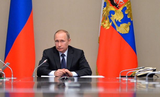 Vaikka Venäjä ja länsi ovat napit vastakkain, yhteistä sopua pitää hakea, kirjoittaa Kreeta Karvala.