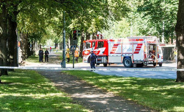 Tyttö jäi kuorma-auton alle Helsingin Mechelininkadulla lähellä Taivallahden koulua.