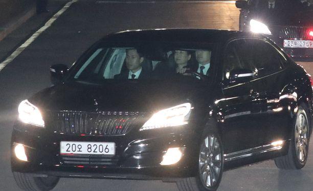 Etelä-Korean erotettu presidentti astui viimein ulos virka-asunnostaan.