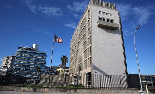 Yhdysvaltain ulkoministeri Rex Tillerson kertoo Yhdysvaltojen harkitsevan Havannan-suurlähetystönsä sulkemista vastauksena sitä vastaan tehtyihin akustisiin hyökkäyksiin.