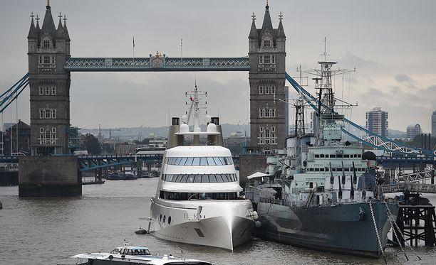 Motor Yacht A vieraili Lontoossa syyskuussa 2016.