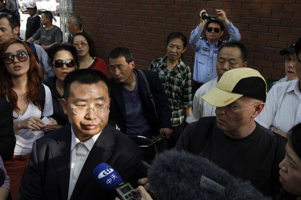 """Kiina syyttää """"valeuutisesta"""" ihmisoikeuaktivisti Jiang Tianyongia. Kuvassa vasemmalla oleva Jiang on nykyisin myös vangittuna."""