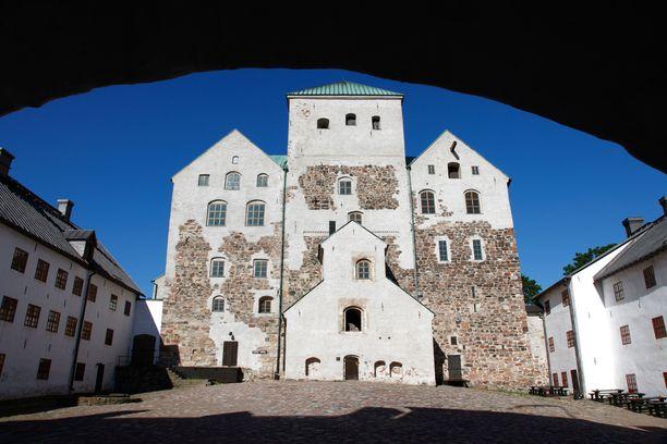 Turun linnassa on vietetty loisteliasta hovielämää.