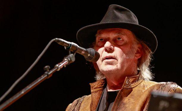 Neil Young vetää laulujaan parhaillaan pois suoratoistopalveluista.