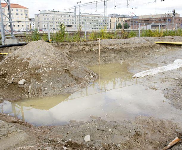 Ruumis kellui tietyömaan kuopassa Åkerlundinkadulla Tampereen Tullin alueella.