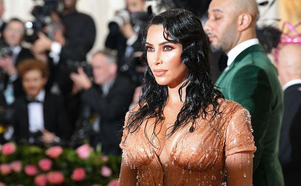 Kim Kardashian edusti keväällä Met-gaalassa.