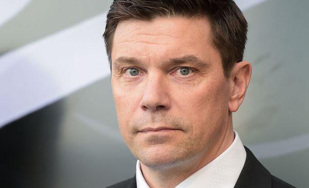 Liigan toimitusjohtaja Riku Kallioniemi muistuttaa yhdessä sovittujen sääntöjen noudattamisesta.