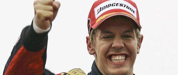 Sebastian Vettelillä oli hymy korvissa voiton jälkeen.