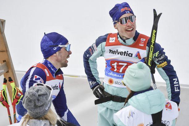 Ristomatti Hakola (vas.) ja Iivo Niskanen kaatuivat perättäisinä päivinä kesken kisan Seefeldissä.