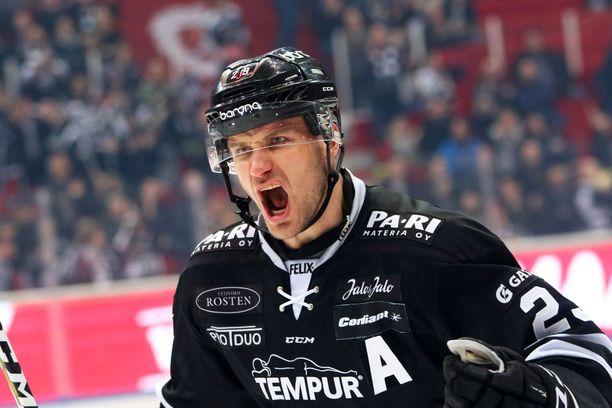 Jonne Virtanen osallistui TPS:n maalitalkoisiin.