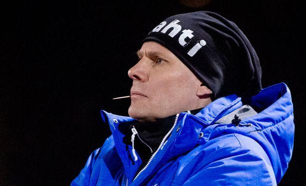 FC Lahden päävalmentaja Toni Korkeakunnas näki puristavan AIK:n ahtaalle.