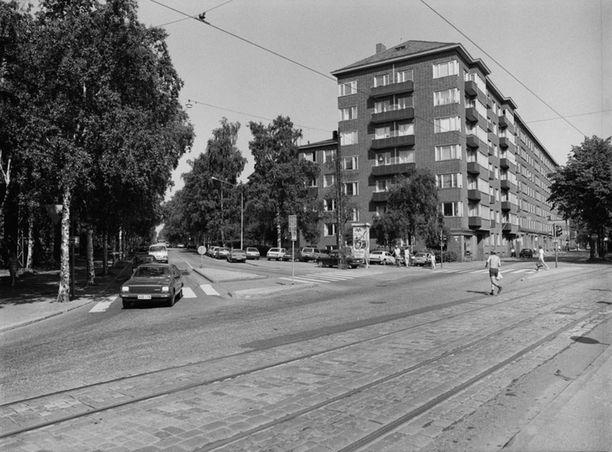 Hietaniemenkatu ja Mechelininkatu 1980-luvulla.