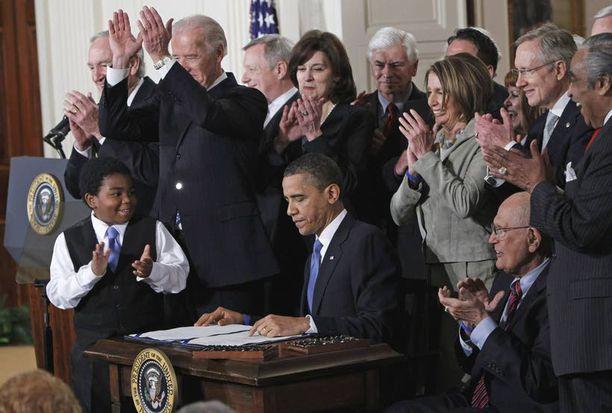 Presidentti Barack Obamaa luonnehditaan kirjassa älykkääksi, mutta hieman poissaolevaksi johtajaksi.