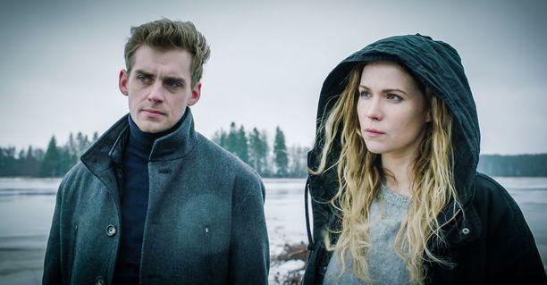 Dionysos Filmsin tuottaman sarjan pääosissa ovat Pihla Viitala ja Lauri Tilkanen.
