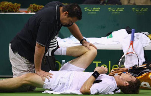 Andy Murray sai fysioterapeutin hoitoa kesken ottelun.