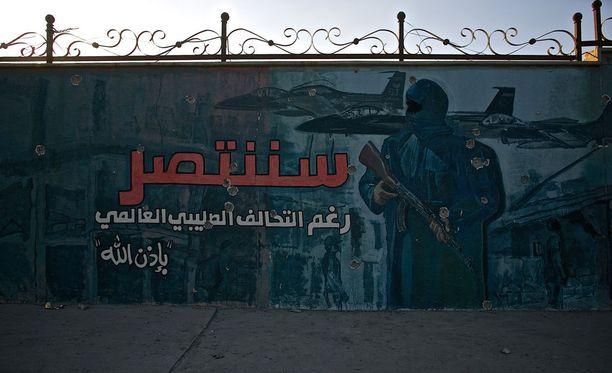 Isisin seinämaalaus Irakin Mosulissa. Teksti julistaa sotaa länsimaita vastaan.