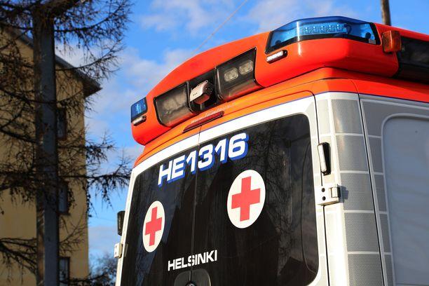 Ambulanssin lähettäminen vaatii hätätilanteen. Kuvituskuva.
