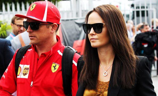 Minttu Räikkönen liikuttui miehensä paalupaikasta.
