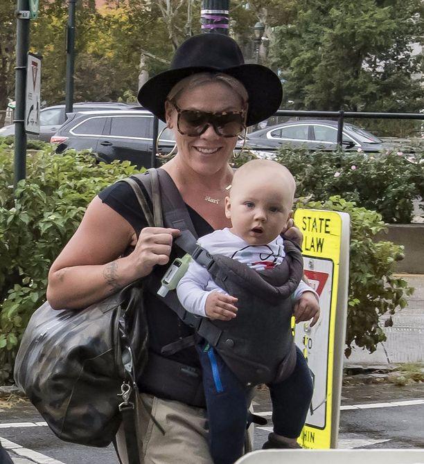 Pinkin poika täyttää vuoden joulukuussa. Pink kertoo avoimesti vanhemmuudestaan Instagramissa.