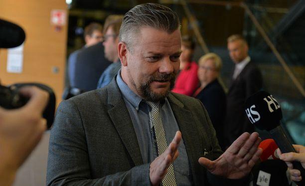 Jari Sillanpää kertoi huumeidenkäytöstään lehdistölle.