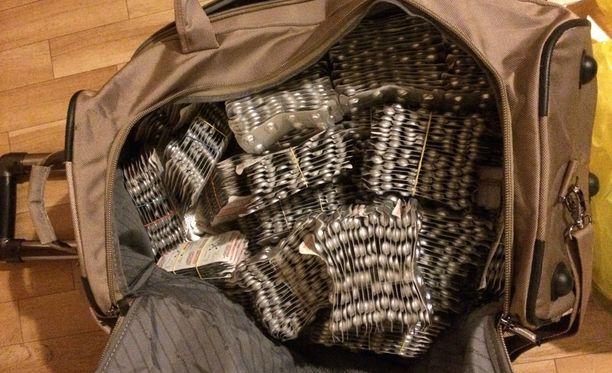 Subutex-tabletit salakuljetettiin matkalaukuissa Viron kautta.