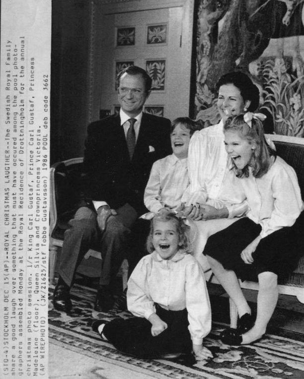 Hulvatonta naurua Drottningholmin linnassa joulukuussa 1986.