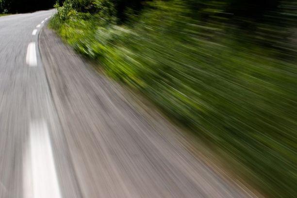 Käräjäoikeus katsoi miehen vaarantaneen liikenneturvallisuutta törkeällä tavalla. Kuvituskuva.