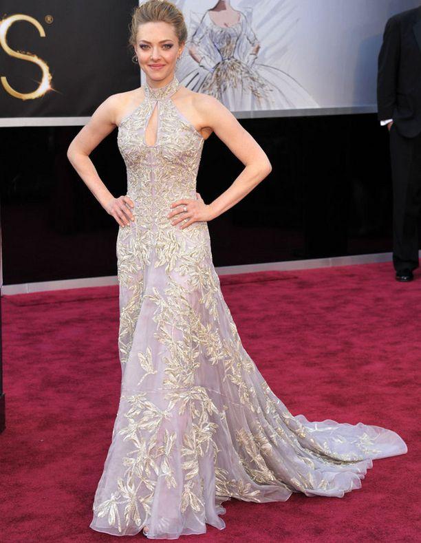Amanda Seyfried juhli Oscar-gaalassa Alexander McQueenin luomuksessa.