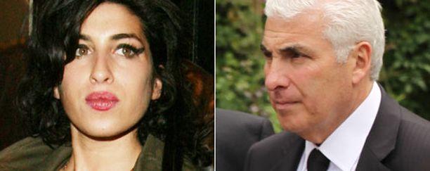 Mitch Winehouse haluaa kertoa tyttärensä koko tarinan.