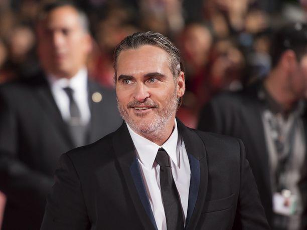 Joaquin Phoenix muisteli River-veljeään Toronton elokuvajuhlilla pitämässään puheessa.