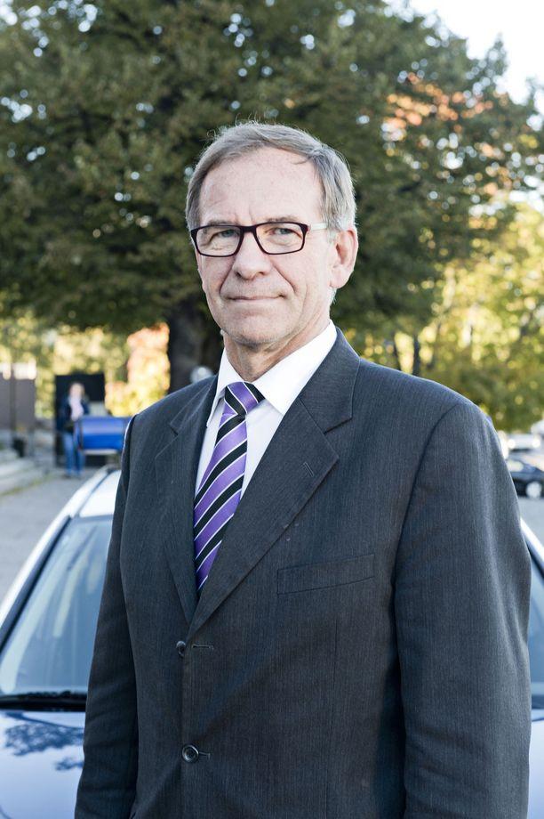 Pertti Hemmilän mukaan Alexander Stubb oli aivan pihalla kotimaan politiikasta.