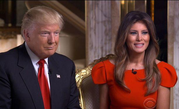 Trumpin vaimo Melania jää toistaiseksi avioparin kymmenvuotiaan pojan kanssa New Yorkiin.