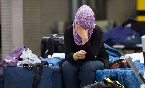 Hallitus aikoo reagoida useilla toimenpiteillä pakolaiskriisiin.
