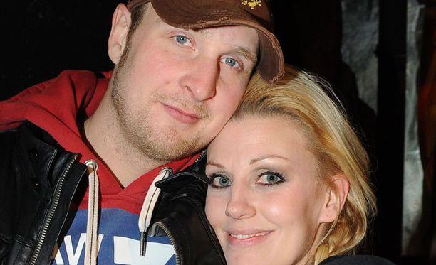 Robert Heleniuksella ja Sandra Helsingillä on kolme lasta.