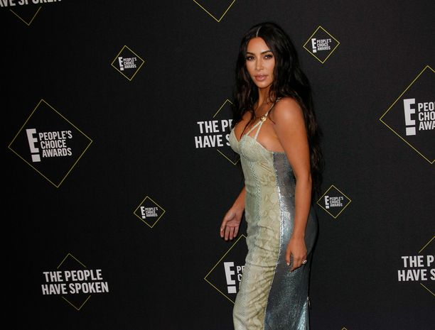 Kim Kardashian on tottunut poseeraaja. Myös hänet lapsensa oppivat pienestä pitäen olemaan kuvissa.