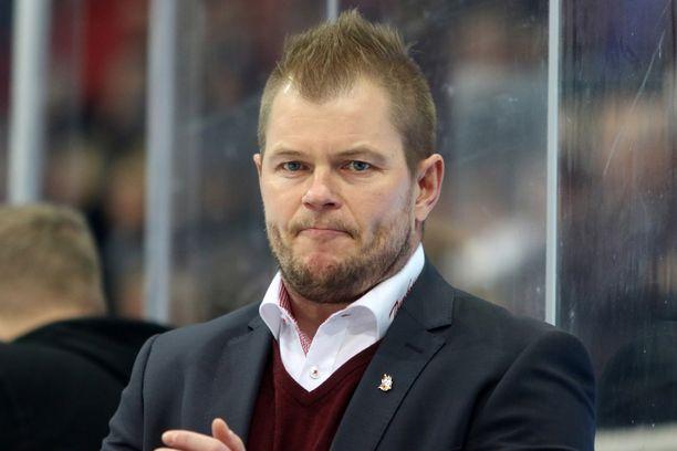 Ari-Pekka Pajuluoma on saanut hyvän startin uralleen päävalmentajana SM-liigassa.