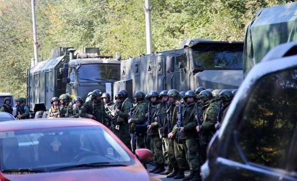 Tapahtumapaikalla oli runsaasti sotilaita.