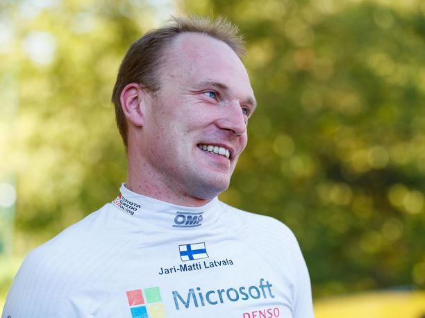 Jari-Matti Latvalaa kiinnostaa edelleen rattihommat.